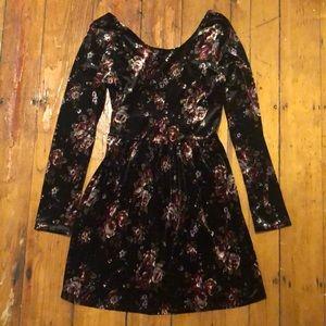 One Clothing Velvet Long-Sleeve Floral Dress